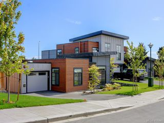 Photo 3: 72 St. Giles St in VICTORIA: VR Hospital Row/Townhouse for sale (View Royal)  : MLS®# 834073