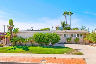 Photo 3: SERRA MESA House for sale : 3 bedrooms : 2516 Raymell Dr in San Diego