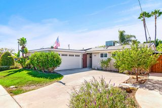 Photo 2: SERRA MESA House for sale : 3 bedrooms : 2516 Raymell Dr in San Diego