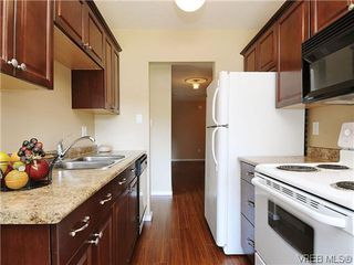 Photo 2: 202 1680 Poplar Ave in VICTORIA: SE Mt Tolmie Condo for sale (Saanich East)  : MLS®# 654377