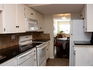 """Photo 5: 86 27272 32ND Avenue in Langley: Aldergrove Langley Townhouse for sale in """"TWIN FIRS"""" : MLS®# F1409011"""