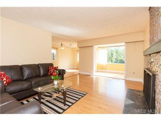 Photo 4: 1126 Loenholm Rd in VICTORIA: SW Northridge House for sale (Saanich West)  : MLS®# 712768