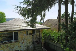 Photo 2: 26 HOLDOM Avenue in Burnaby: Capitol Hill BN House for sale (Burnaby North)  : MLS®# R2165287