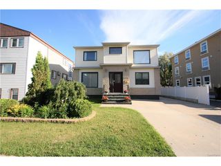 Photo 1: 1224 College Drive in Saskatoon: Varsity View Residential for sale : MLS®# SK615624