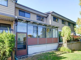 Photo 2: 3 864 Swan St in VICTORIA: SE Swan Lake Row/Townhouse for sale (Saanich East)  : MLS®# 772273