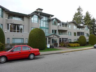 Photo 2: 304 1569 EVERALL STREET: White Rock Condo for sale (South Surrey White Rock)  : MLS®# R2222220