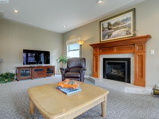 Photo 16: 915 Maltwood Terr in VICTORIA: SE Broadmead House for sale (Saanich East)  : MLS®# 780757