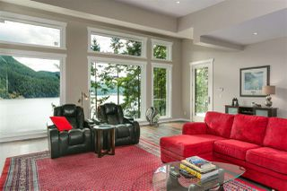 Photo 4: 304 SASAMAT Lane in North Vancouver: Woodlands-Sunshine-Cascade House for sale : MLS®# R2283850