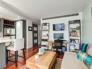 Photo 8: 302 812 15 Avenue SW in Calgary: Beltline Apartment for sale : MLS®# C4221922