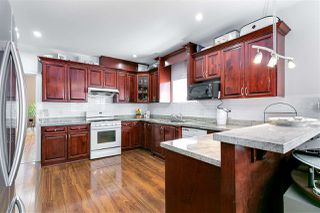 Photo 7: 3749 FOREST Street in Burnaby: Burnaby Hospital House 1/2 Duplex for sale (Burnaby South)  : MLS®# R2343053