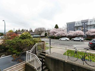 Photo 2: 204 33 N TEMPLETON Drive in Vancouver: Hastings Condo for sale (Vancouver East)  : MLS®# R2361310