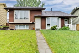 Photo 1: 11 Berkley Court NW in Calgary: Beddington Heights Semi Detached for sale : MLS®# C4253219