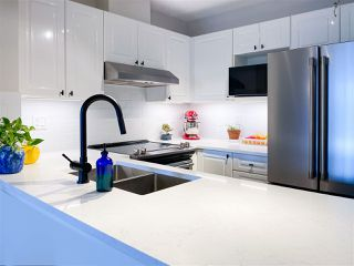 Photo 2: PH9 868 KINGSWAY in Vancouver: Fraser VE Condo for sale (Vancouver East)  : MLS®# R2440498