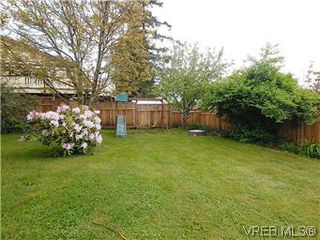 Photo 18: 104 Burnett Rd in VICTORIA: VR View Royal Single Family Detached for sale (View Royal)  : MLS®# 573220
