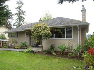 Photo 1: 104 Burnett Rd in VICTORIA: VR View Royal House for sale (View Royal)  : MLS®# 573220