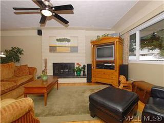 Photo 2: 104 Burnett Rd in VICTORIA: VR View Royal House for sale (View Royal)  : MLS®# 573220