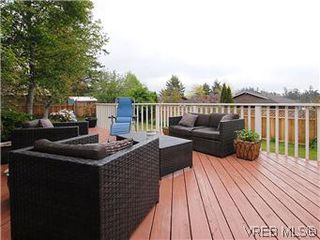 Photo 15: 104 Burnett Rd in VICTORIA: VR View Royal House for sale (View Royal)  : MLS®# 573220