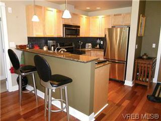 Photo 3: 302 627 Brookside Rd in VICTORIA: Co Latoria Condo for sale (Colwood)  : MLS®# 582794