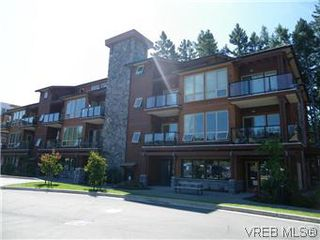 Photo 1: 302 627 Brookside Rd in VICTORIA: Co Latoria Condo Apartment for sale (Colwood)  : MLS®# 582794