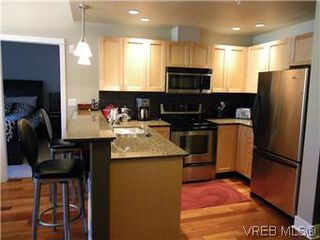 Photo 2: 302 627 Brookside Rd in VICTORIA: Co Latoria Condo Apartment for sale (Colwood)  : MLS®# 582794