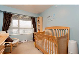 "Photo 4: 411 600 KLAHANIE Drive in Port Moody: Port Moody Centre Condo for sale in ""BOARDWALK"" : MLS®# V919334"
