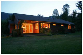 Photo 2: 5521 NW 10 AVE in Salmon Arm: NW House for sale : MLS®# 10058089