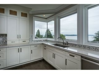 Photo 11: 15271 COLUMBIA Avenue: White Rock House for sale (South Surrey White Rock)  : MLS®# R2073081