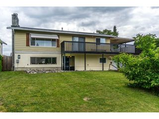 "Photo 2: 10448 GLASGOW Street in Chilliwack: Fairfield Island House for sale in ""FAIRFIELD ISLAND"" : MLS®# R2090504"