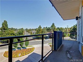 Photo 5: 401 935 Cloverdale Ave in VICTORIA: SE Quadra Condo Apartment for sale (Saanich East)  : MLS®# 738034