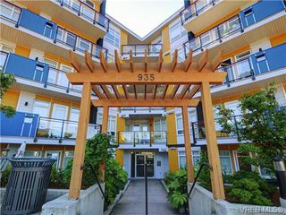 Photo 2: 401 935 Cloverdale Ave in VICTORIA: SE Quadra Condo for sale (Saanich East)  : MLS®# 738034
