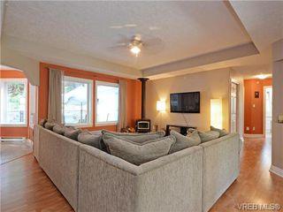 Photo 3: 2981 Lakewood Pl in VICTORIA: La Humpback House for sale (Langford)  : MLS®# 738166