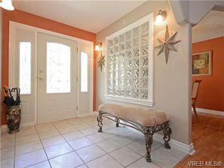 Photo 2: 2981 Lakewood Pl in VICTORIA: La Humpback House for sale (Langford)  : MLS®# 738166