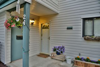 """Photo 2: 24 6617 138 Street in Surrey: East Newton Townhouse for sale in """"Hyland Creek"""" : MLS®# R2182099"""