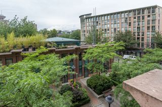 "Photo 17: 303 22 E CORDOVA Street in Vancouver: Downtown VE Condo for sale in ""Van Horne"" (Vancouver East)  : MLS®# R2191464"