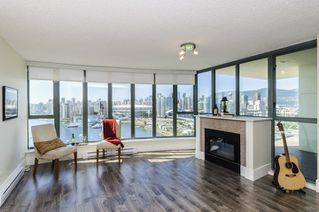 """Photo 4: 2302 1188 QUEBEC Street in Vancouver: Mount Pleasant VE Condo for sale in """"CityGate One"""" (Vancouver East)  : MLS®# R2207829"""