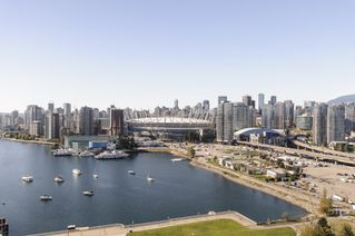 """Photo 15: 2302 1188 QUEBEC Street in Vancouver: Mount Pleasant VE Condo for sale in """"CityGate One"""" (Vancouver East)  : MLS®# R2207829"""
