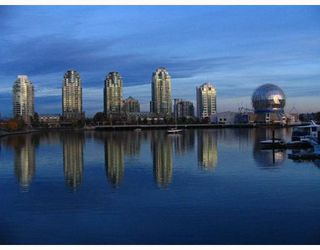 """Photo 16: 2302 1188 QUEBEC Street in Vancouver: Mount Pleasant VE Condo for sale in """"CityGate One"""" (Vancouver East)  : MLS®# R2207829"""