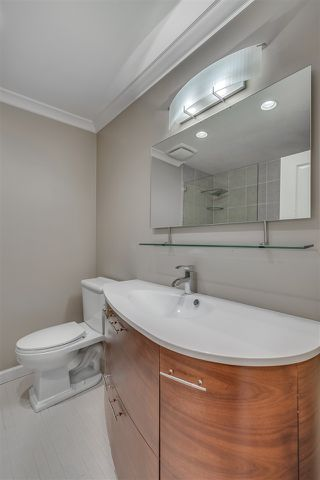 """Photo 12: 1119 HERITAGE Boulevard in North Vancouver: Seymour NV Townhouse for sale in """"HERITAGE IN THE WOODS"""" : MLS®# R2210880"""