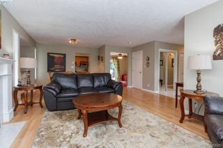 Photo 3: 2094 Gourman Place in VICTORIA: La Thetis Heights Single Family Detached for sale (Langford)  : MLS®# 390098