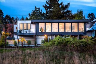 Photo 1: 3899 Cadboro Bay Road in VICTORIA: SE Cadboro Bay Single Family Detached for sale (Saanich East)  : MLS®# 404589
