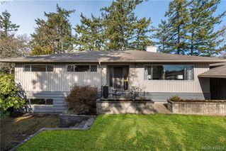 Photo 2: 1116 Nicholson St in VICTORIA: SE Lake Hill Single Family Detached for sale (Saanich East)  : MLS®# 806715