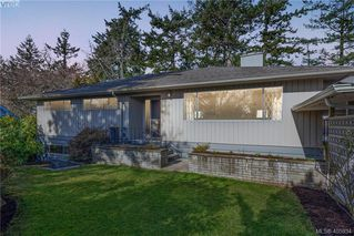 Photo 1: 1116 Nicholson St in VICTORIA: SE Lake Hill Single Family Detached for sale (Saanich East)  : MLS®# 806715