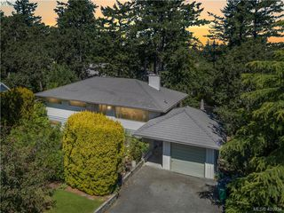 Photo 32: 1116 Nicholson St in VICTORIA: SE Lake Hill Single Family Detached for sale (Saanich East)  : MLS®# 806715