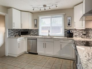 Photo 14: 512 OAKWOOD Place SW in Calgary: Oakridge Detached for sale : MLS®# C4264925