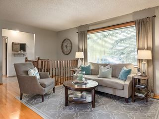 Photo 10: 512 OAKWOOD Place SW in Calgary: Oakridge Detached for sale : MLS®# C4264925