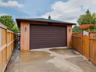 Photo 6: 512 OAKWOOD Place SW in Calgary: Oakridge Detached for sale : MLS®# C4264925