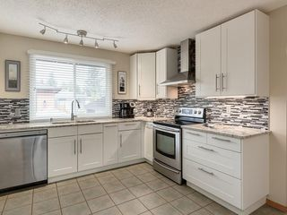Photo 13: 512 OAKWOOD Place SW in Calgary: Oakridge Detached for sale : MLS®# C4264925