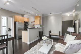 Photo 3: 1601 928 RICHARDS STREET in Vancouver: Yaletown Condo for sale (Vancouver West)  : MLS®# R2441167