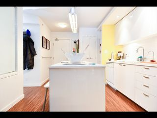 Photo 2: 601 328 11th Avenue in Vancouver: Mount Pleasant VE Condo for sale (Vancouver East)  : MLS®# R2463358
