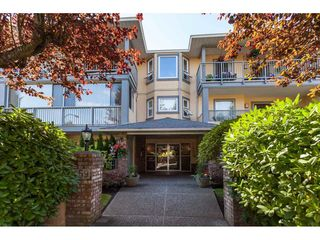 Photo 5: 200 1459 BLACKWOOD Street: White Rock Condo for sale (South Surrey White Rock)  : MLS®# R2491056